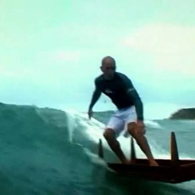 video: Kelly Slater Surfing on a TABLE!! by carlos-ramoswipeout