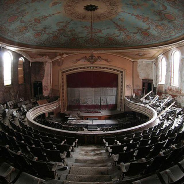 image: lost theatre 2 by ricardocavolo