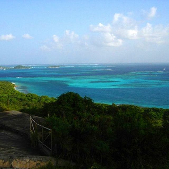 image: Tobago Cays from Mayreau by ergorgue