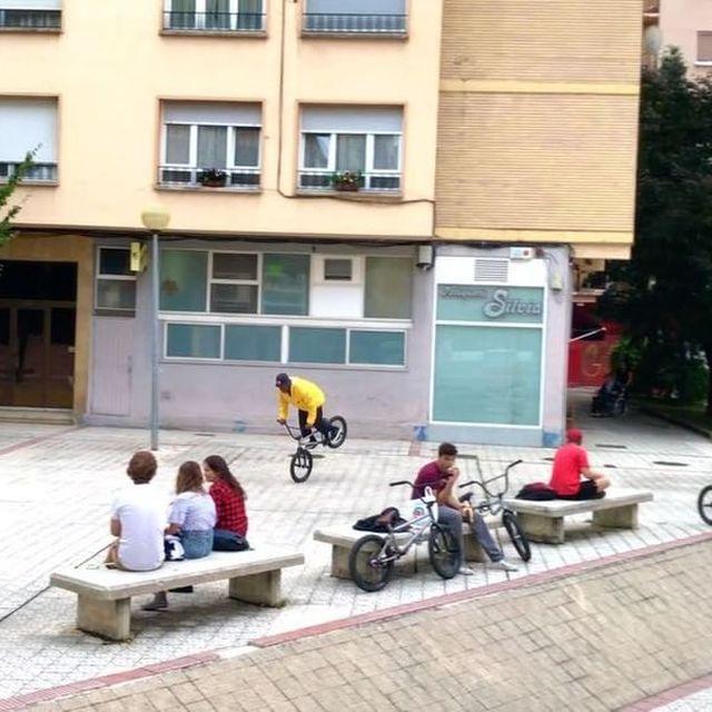 image: Slowly??/ ? por @artiom_bmx  #bmx #flybikes #animalbikes #nosegame by courageadams