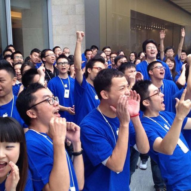 post: iPhone 5 sells 2 million on first weekend in China by james-the-creator