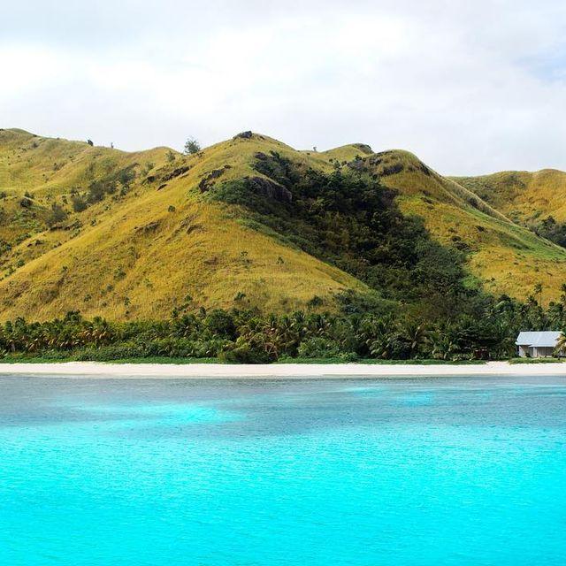 image: 🇫🇷 Hey les amis, ne cherchez plus le paradis, on l'a trouvé! Sincèrement, de tout ce qu'on a pu voir depuis le début de nos aventures à l'autre bout du globe, les îles Fidji se classent directement au top 1 tant par ses paysages que par son peuple si... by escape_your_life
