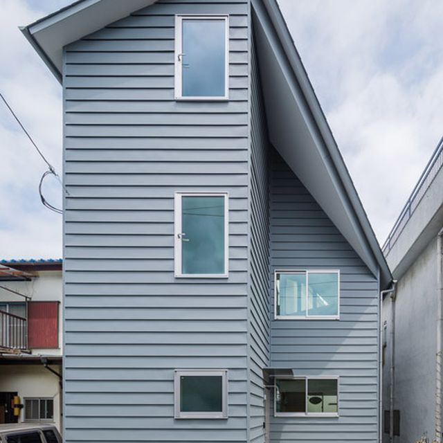 image: Asymmetric House in Touramachi slots between two bui... by brawnyred