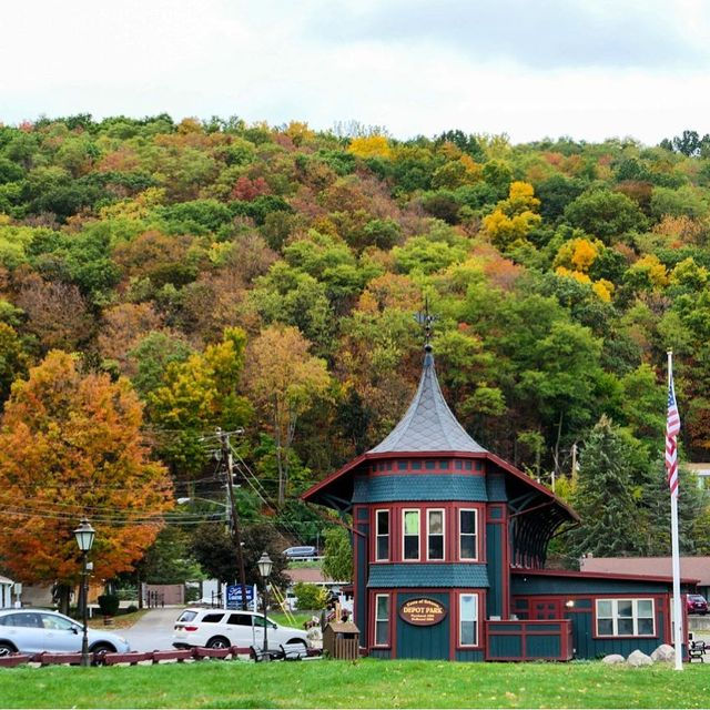 image: Fall has arrived in the Finger Lakes! I spent yesterday around Keuka Lake, drinking wine and hanging out in adorable towns like Hammondsport. Where are you peeping fall colors this year? by dangerousbiz