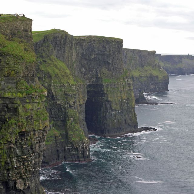 image: Cliffs of Moher by Papirossi
