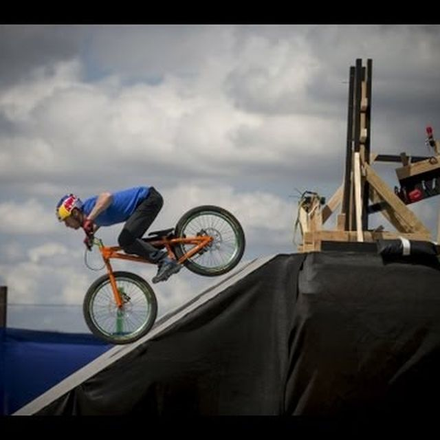 video: The Athlete Machine - Red Bull Kluge by bolt