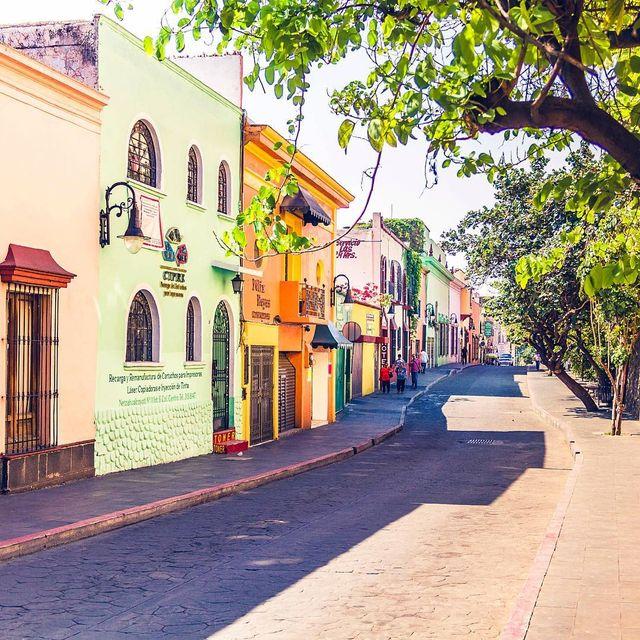 image: Beautiful streets! ??.....#cuernavaca #morelos #ig_color #ig_shotz #ig_mexico #mexicotravel #mexicoinmypocket #mexico_maravilloso #pasionxmexico #passionpassport #travel #travelgram #travellingthroughtheworld #beautifuldestinations #mexico #mexicolo by majolophoto