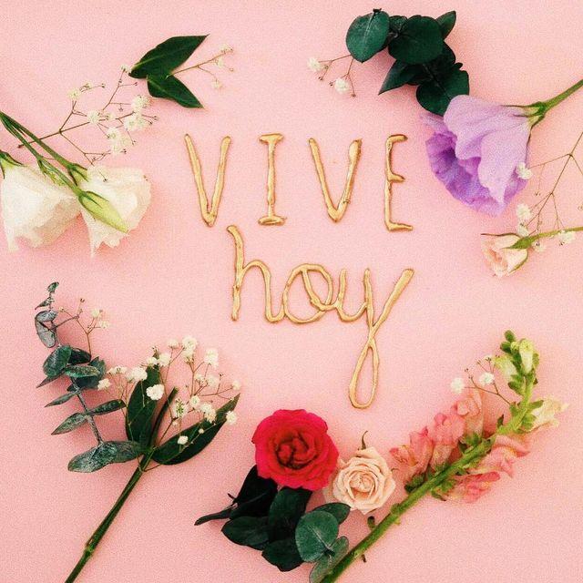 image: ¡Siempre hay motivos para ser felices y agradecer! by yuyacst