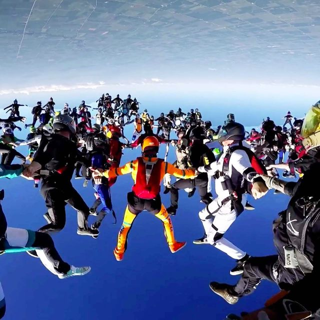 video: World Record Group Skydive by caritina