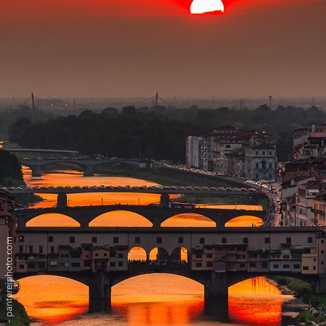 image: Crimson sky by Giuseppe Torre by pegartblog