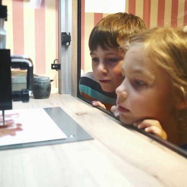video: World's First 3D Gummy Candy Printer by jenniferasos