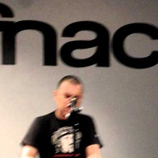 video: M - Iván Ferreiro - Fnac Bilbao (20-10-2011) by marina