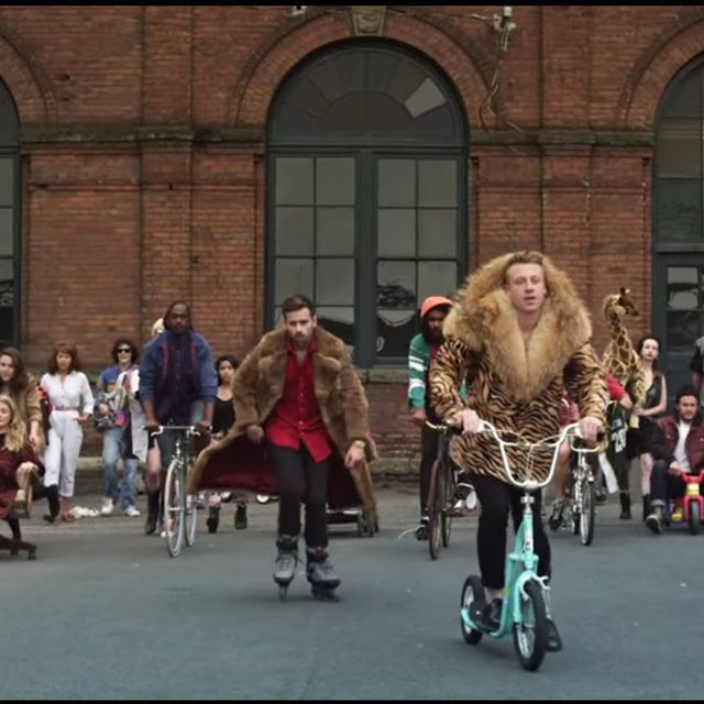 video: MACKLEMORE & RYAN LEWIS - THRIFT SHOP FEAT. WANZ (OF... by jbhortas