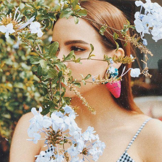 image: ?Estas flores me recuerdan a mi papá, cuando era chiquitita caminábamos y algunas veces él me daba una de ellas, yo me sentía muy feliz. ✨ (Les dicen de muchas maneras pero mi favorito es, Jazmín del cielo ☁️) by yuyacst