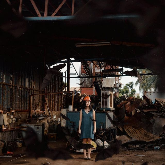 "image: 611 ""There is a crack in everything, that's how the light gets in."".Have this junkyard as creative space for the next 7 days. So concepts are kinda mess right now because it is a new place for me to play with..Let's see where the muse leads us in the... by hellokatrinaaa"