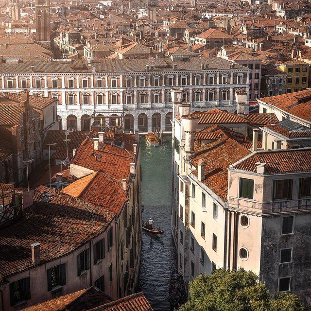 image: Venetian......#italy #artofvisuals #Hypebeast #hbouthere #rsa_streetview #weekly_feature #streetleaks #igworldclub #visualambassadors #eclectic_shotz #Livefolk #louvre #venice #ourmoodydays #superhubs #hubsunited #global_hotshotz #cbviews #ig by mindzeye