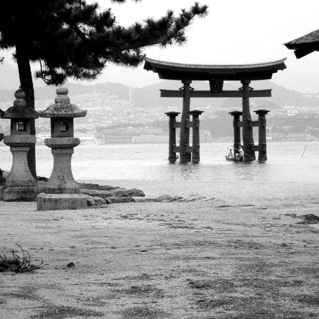 image: MIYAJIMA TORII. JAPAN. by ergorgue