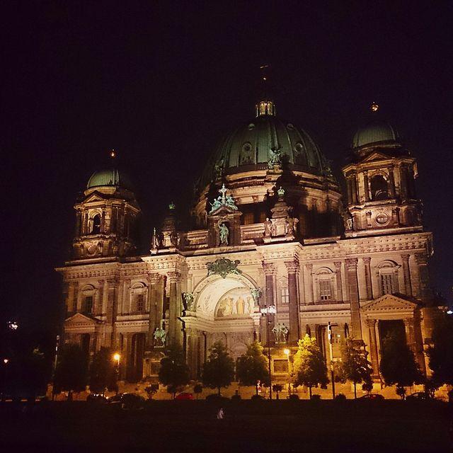 image: Berlin by night! by catiasilva