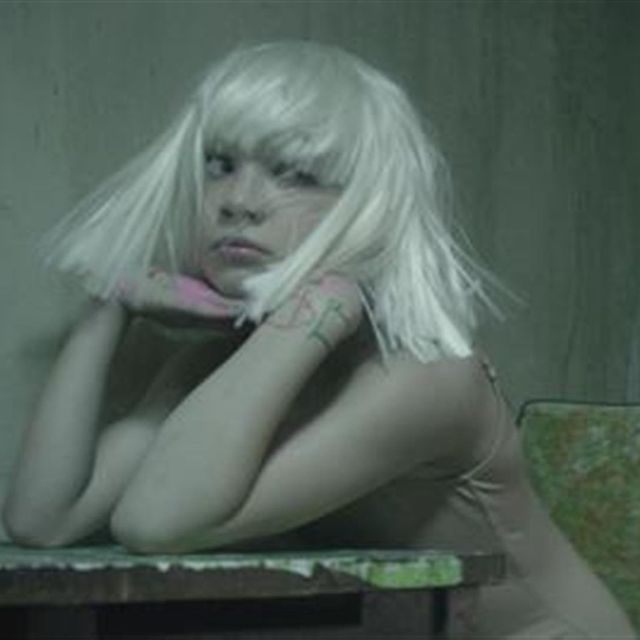 video: Sia - Chandelier (Official Video) by trastiendapress