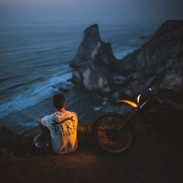 image: There is something special about the long summer days. After a long day at the beach, nothing is better than contemplate the sunset, on a cliff's edge, waiting for the calm to flood your mind 🇵🇹 | @canonportugal by Ventura_Sales
