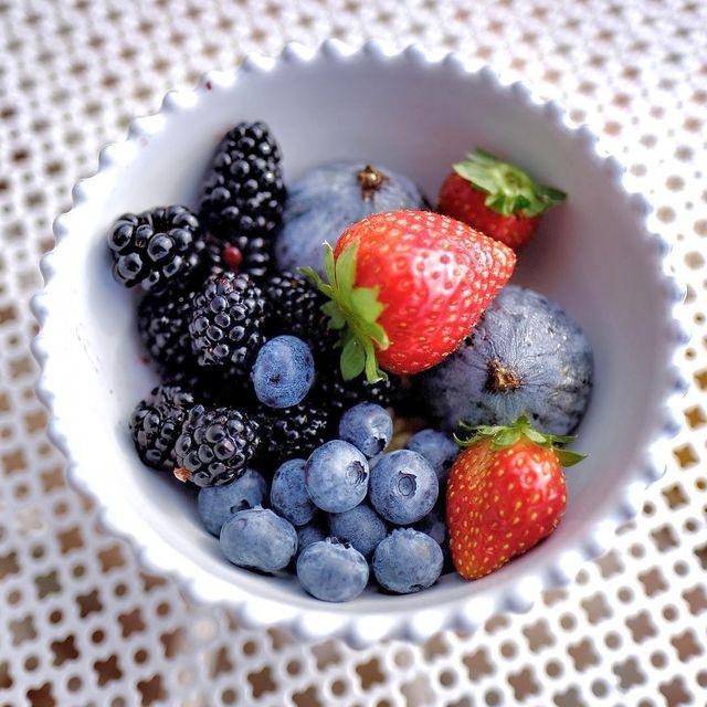 image: / Rouges ?/ #fruits #breaksfast #lesrochesrouges #mespetitespaillettes #mpptravel #photographer by mespetitespaillettes