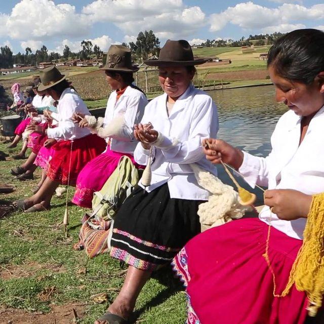 video: De #mujeresinvisibles a mujeres visibles by ayudaenaccion