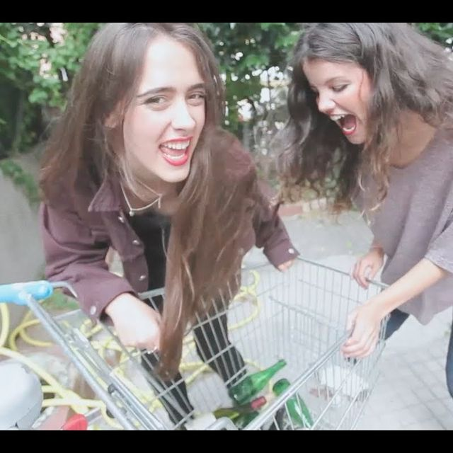 video: HINDS   Bamboo (Official and unique video) by muso_de_la_musica