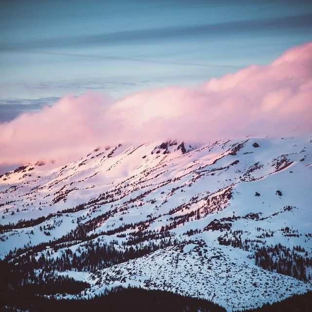 image: It's always an unknown adventure when going into the mountains in hopes of a banger sunset - this was most definitely worth it ? #Oregon #Sunset #Snow by kyleohlson