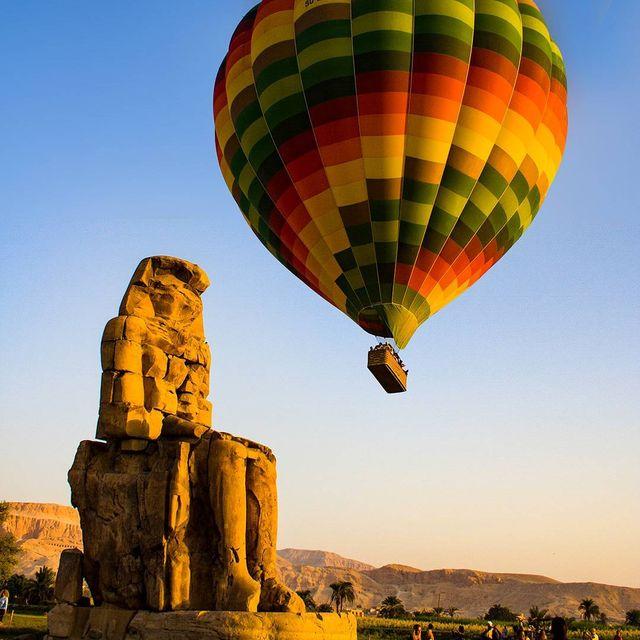 image: Con tantas maravillas como hay en Egipto algunas, como los Colosos de Memnon, acaban por quedar casi en el olvido...PREGUNTA: ¿Has estado en Egipto? ¿Qué fue lo que más te gustó más allá de las pirámides? by saltaconmigo