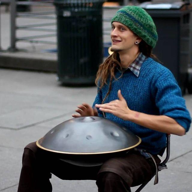 video: Daniel Waples, street musician by tempelhof