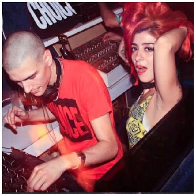 music: HEY DJ ! by lolizazou
