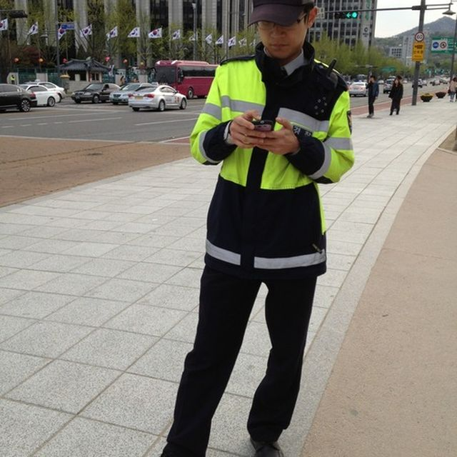 image: The Traffic Warden, Seoul by donmanue