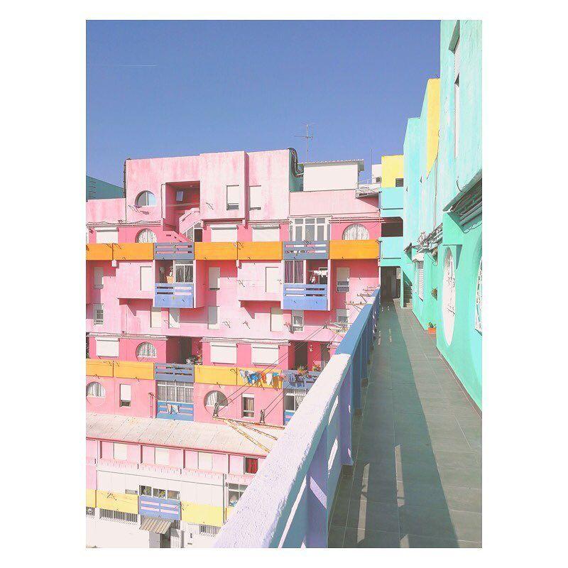 image: Un petit rappel pour le nouveau concours photo #HuaweiShot sur le thème «Building»  organisé par @huaweimobilefr. Il reste quelques jours pour poster vos plus belles photos prises avec un smartphone Huawei avec les hashtags #HuaweiShot et #Building ... by matthieuvenot