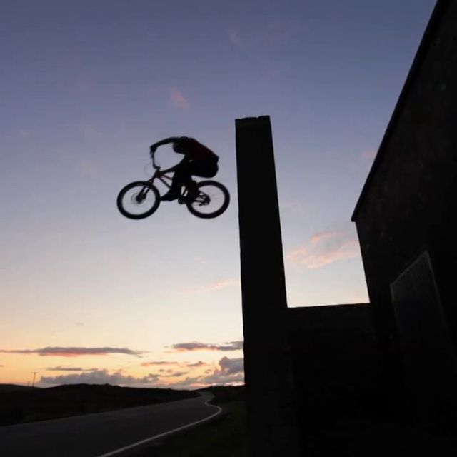 "video: Danny MacAskill - ""Way Back Home"" by larsson"