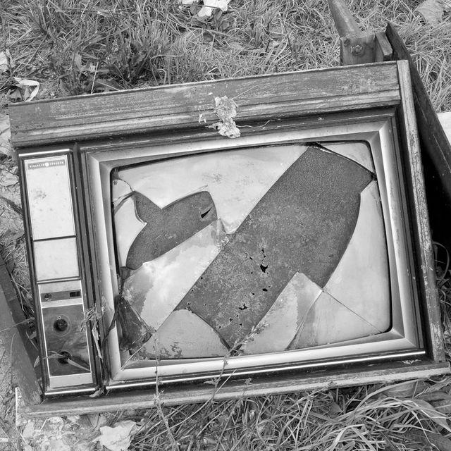 image: Broken Tv by xellif