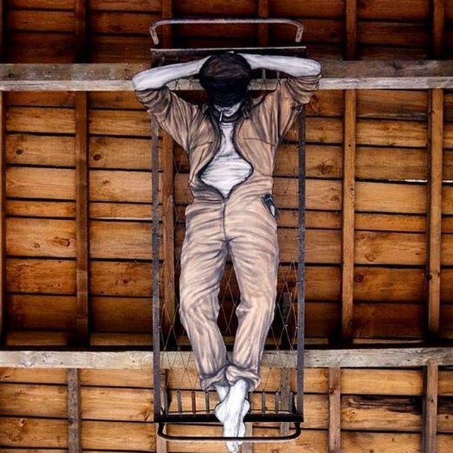 image: - Une araignée au plafond -@mausa.officiel - les forges de baudin -... by levaletdessinderue