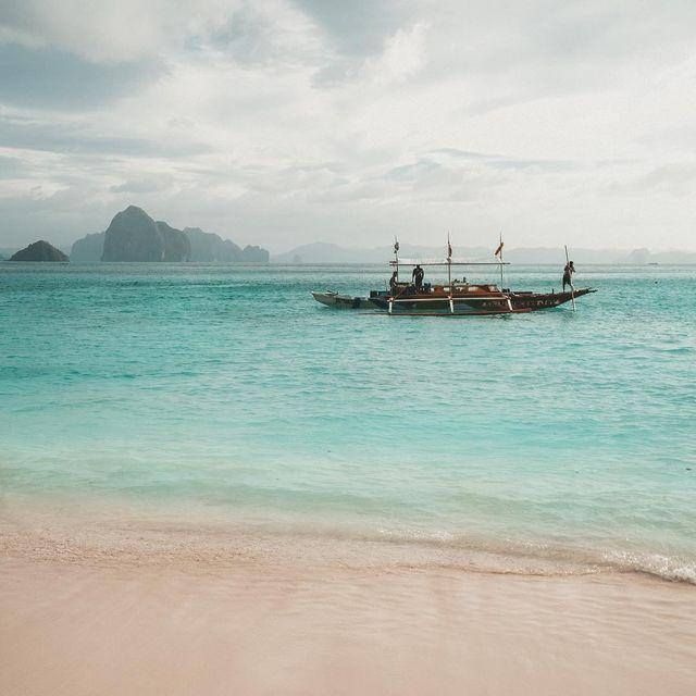 image: 🇫🇷 Notre équipage nous attend, c'est reparti pour de nouvelles aventures!! 🙌🏻😍------------------------------🇬🇧 Our crew is waiting for us, let's go for new adventures !! 🙌🏻😍 by escape_your_life