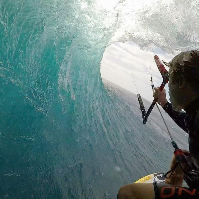 image: Make sure to stay in the shade. #DontGetSunBurned #barrel #shade #WhoNeedsAnUmbrella #mauritius #oneeye #naish #ONeill #XDubai #kitesurf #kiteboarding #kitesurfing #kitebarrel #slash #global #needmoreofthis #summer #waves by kevinlangeree