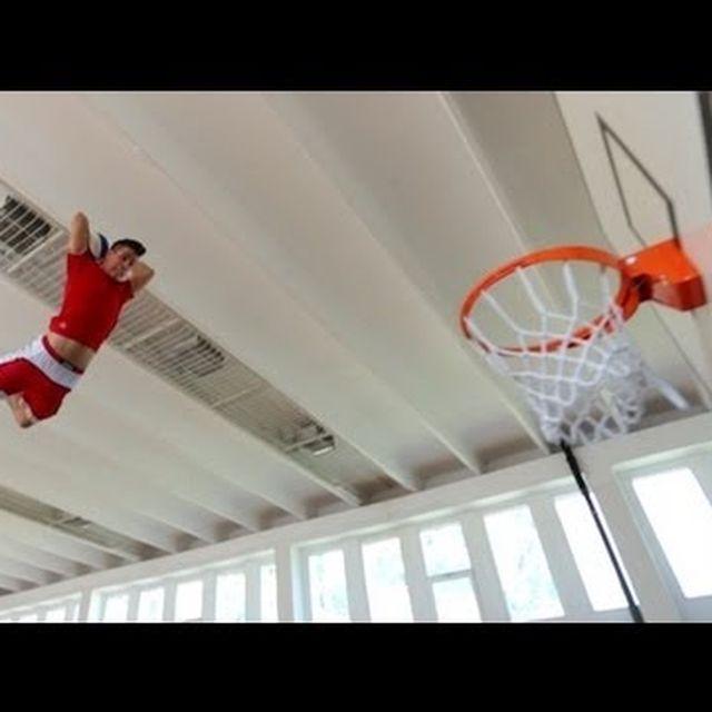 video: Slam Dunk Supertramp Style - Faceteam Basketball by Saracho