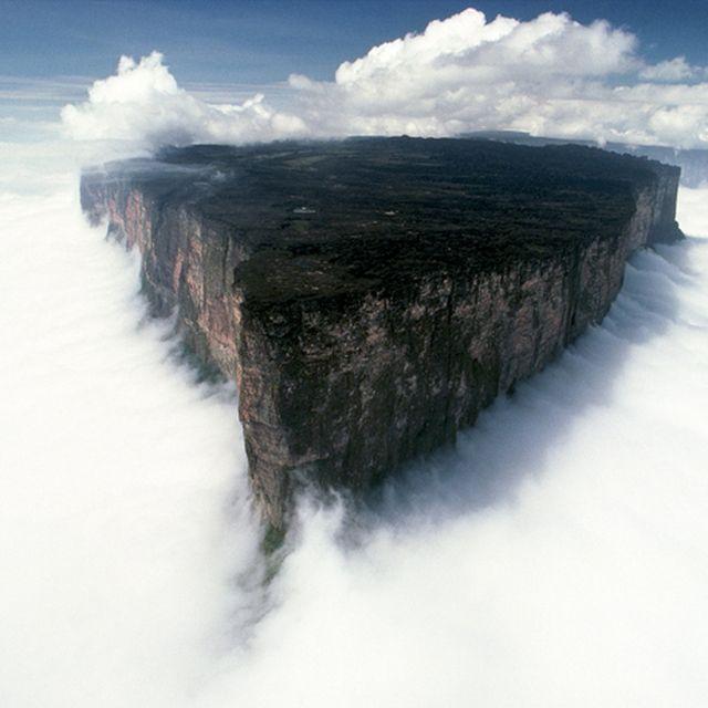 image: Mt. Roraima, Venezuela by gonzalobandeira