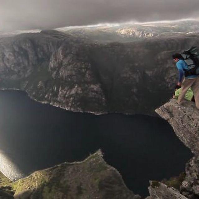 video: Flight in Fiords by juansh
