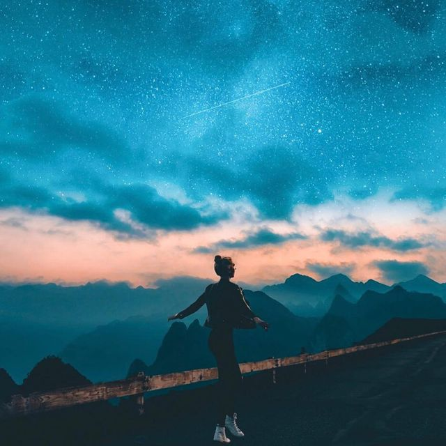 image: Shine bright like a 💎A piece made with a travel/lifestyle queen @theglowedit ✨This was edited with my 'Night Blues' preset, download it by clicking the link in my bio 🚨 remember to use #kellansworldpresets on your edits! Let me know if you want an... by kellansworld