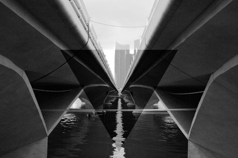 image: uNDER THE BRIDGE sINGAPUR by paulameis