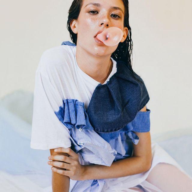 image: ________ Una de mis fotos favoritas del whorkshop con @ied.madrid 💙Estilismo @xavi__reyes / Pelo y maquillaje @kleykafe / modelo @raquelvalleg / fotografía #RosaCopado Y la gran @irmapudor •#iedmadrid #workshop #xavireyes #kleykafe #styled #blue #verano # by rosacopado