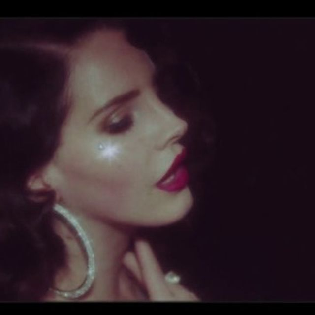 video: Lana Del Rey - Young and Beautiful by paubacardit