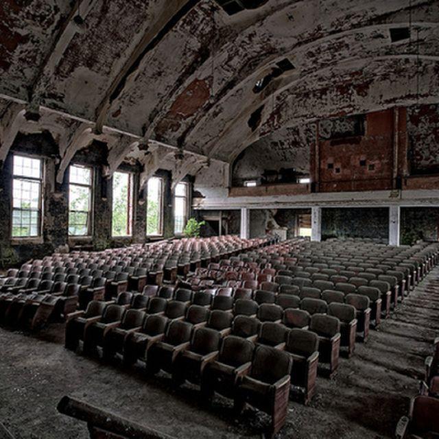 image: lost theatre 3 by ricardocavolo