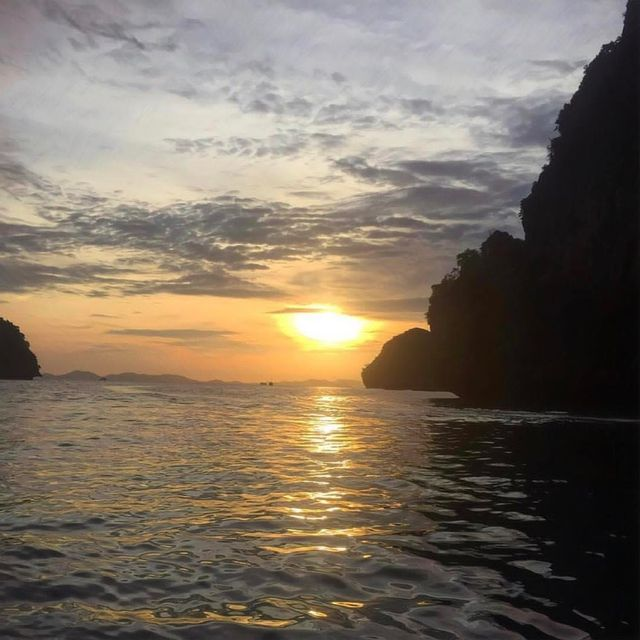 image: Life and Sunsets...? Wanna be a @sunsertsuperstar ? Follow, like and tag #sunsetsuperstar??Inspired by: @sunsetsglobally??Can't get enough of Thailand ??.? by @heatherscott_11 ...Tag #sunsetsglobally for a chance to get featured! by sunsetsuperstar