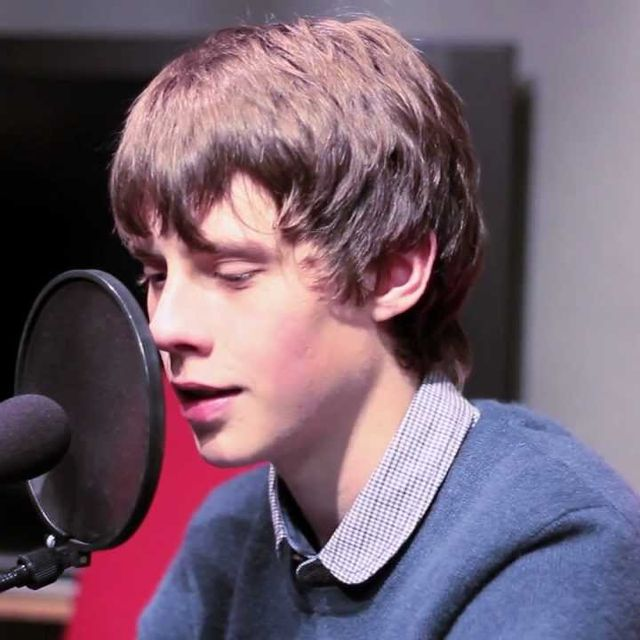 video: Jake Bugg live acoustic - Lightning Bolt & Two Fingers by carlopuig