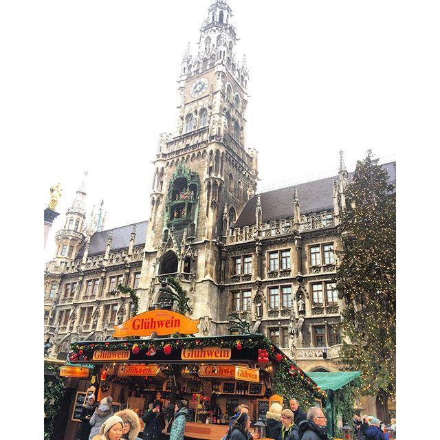 image: #Munich me recibe con lluvia. Pero con las luces navide by nani_arenas