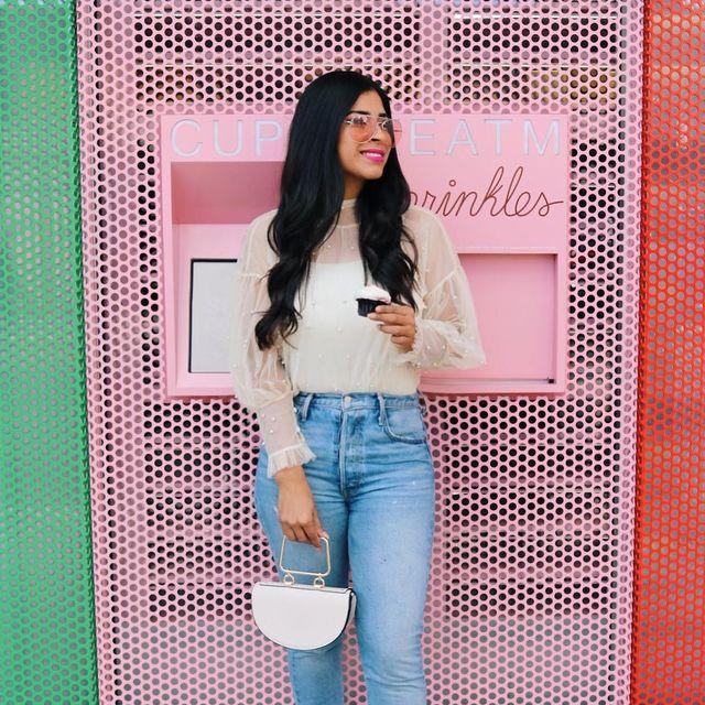 image: Pink places in LA are my favorite ? Pueden creer un cajero automático de cupcakes ? Los pides y en un instante te los entregan! by alicia_sf